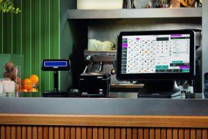 Ambientata su bancone EasyCassa Premium Mockup 2020 CMYK-0