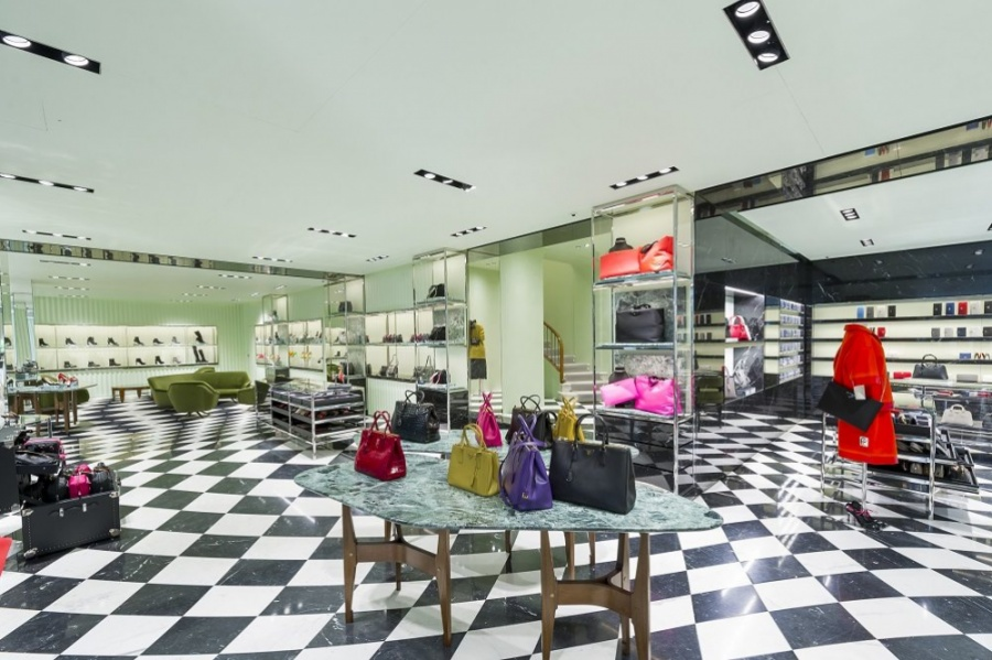 best website 748c6 51cc2 Prada rinnova il negozio di via della Spiga - Retail ...